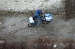 Arbeit im Schneeregen